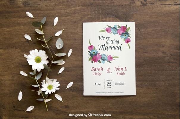 Floral brochure mockup Free Psd