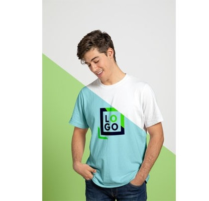 Мокап футболки спереди